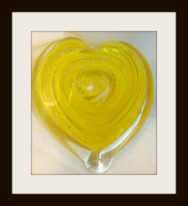 heart sculpture with yellow mix